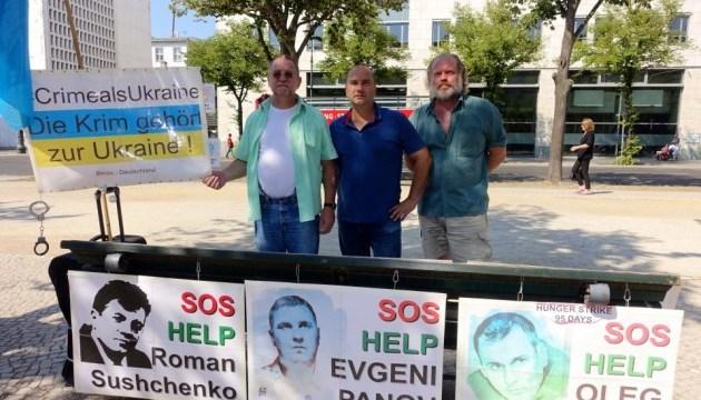 Активисты планируют напомнить Меркель и Путину о 70 украинских политзаключенных