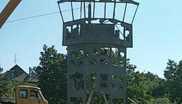 Під Одесою встановлюють пам'ятник у вигляді вежі Донецького аеропорту