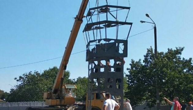 Под Одессой устанавливают памятник в виде башни Донецкого аэропорта