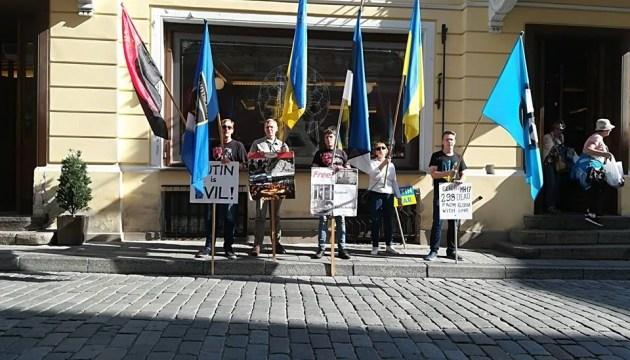 Активісти збирають акцію протесту під посольством Росії в Вашингтоні