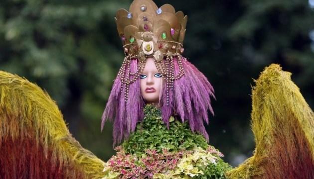 На Певческом поле открыли цветочный парк украинских мифов