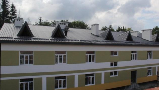 Порошенко доволен новыми общежитиями для военных во Львовской области