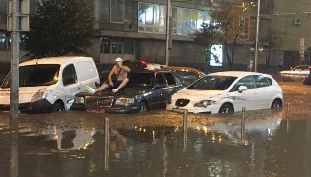 Киев снова затопило