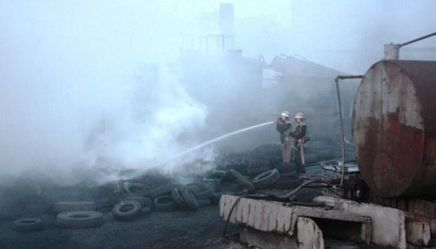 Пожежа на запорізькому заводі: вогонь зупинили біля цистерн з пальним