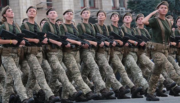 У лавах ЗСУ служать і працюють 55 тисяч жінок - Порошенко