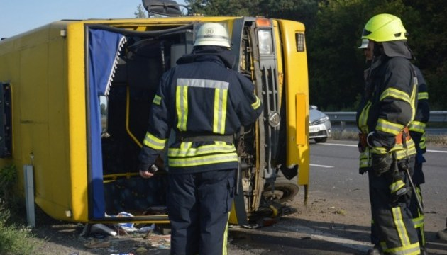 Sixteen injured in truck and bus collision in Dnipropetrovsk region