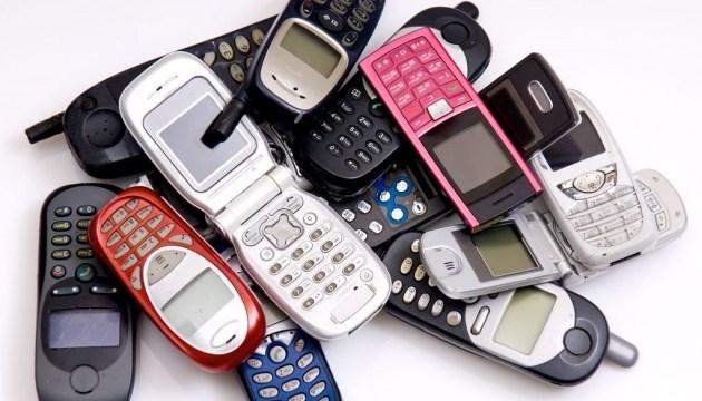 Сбросить оковы соцсетей: в мире вырос спрос на кнопочные телефоны