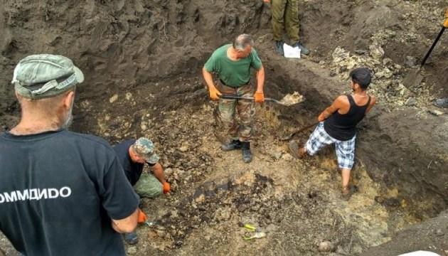 Підлітки викрали череп із місця розкопок могили воїнів УНР