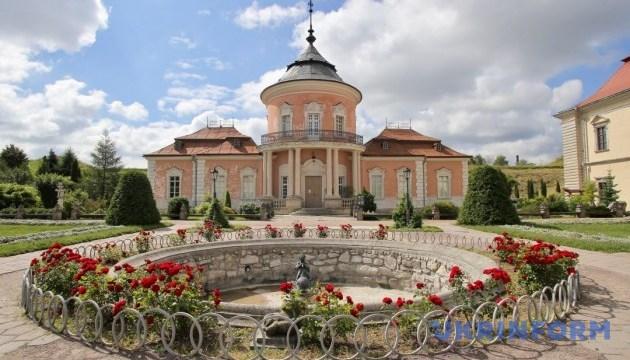 Історичні пам'ятки Львівщини отримують паспорти