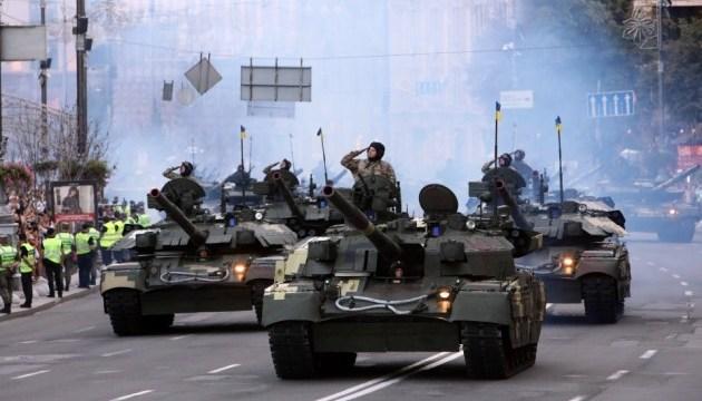 Військова техніка і літаки: у Києві пройшла репетиція параду