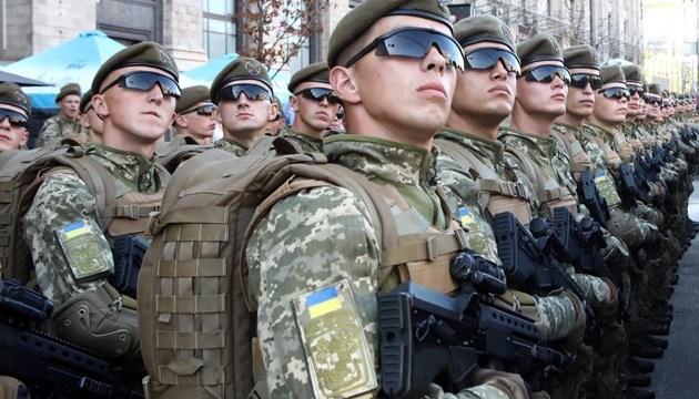 На параде в Киеве почтили память погибших военных