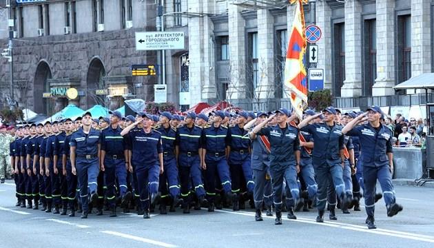 В параде ко Дню Независимости примут участие работники ГСЧС