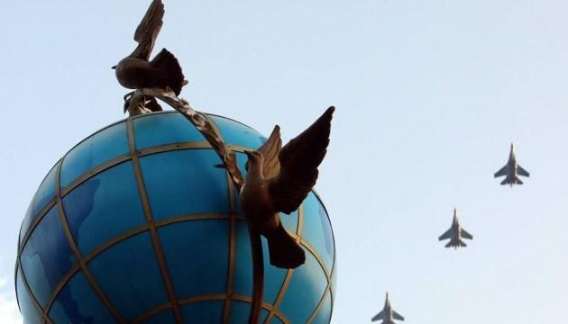 基辅举行阅兵式彩排,各式军备和飞机亮相