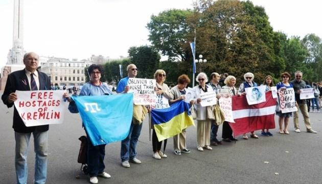 В Риге прошли акции в поддержку Сенцова