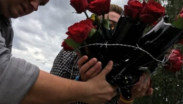 100 дней голодовки Сенцова: под посольство РФ в Литве принесли