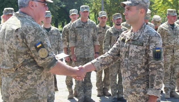На передовій вручили нагороди більше як ста військовим