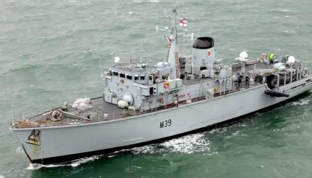 Військовий корабель Британії спостерігає за російським в Ла-Манші