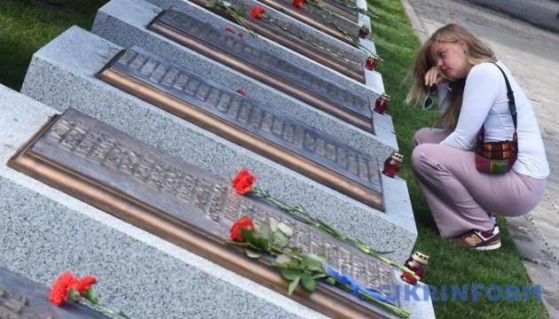 В Киеве открыли новые мемориальные плиты погибшим правоохранителям