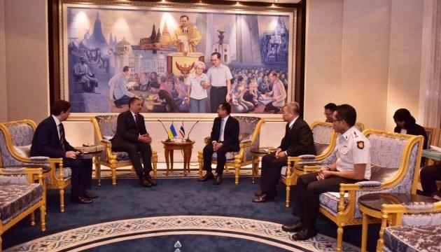 Мін'юст Таїланду просять допомогти з королівським помилуванням ув'язнених українців
