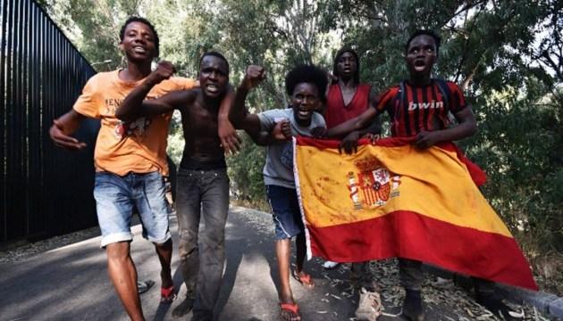 Через іспанський кордон прорвалися більше сотні мігрантів із Марокко