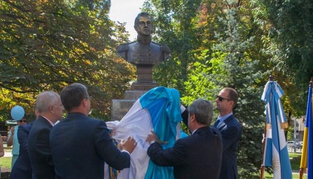 У Голосіївському районі відкрили пам'ятник аргентинському герою