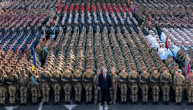 Порошенко: Сьогодні вперше застосовується військове вітання