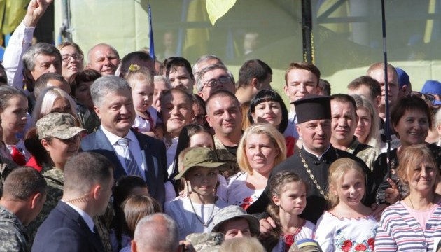 Порошенко: Ворог зрозумів, що з кордонів Україну не візьмеш