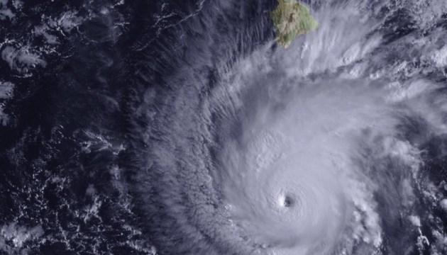 На Гавайи надвигается самый мощный ураган за последние 30 лет