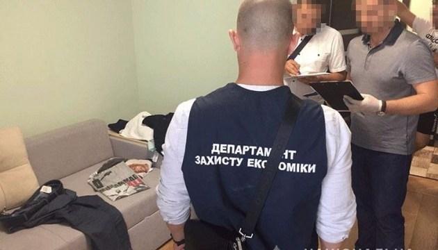 На Закарпатській митниці поліція викрила злочинну схему