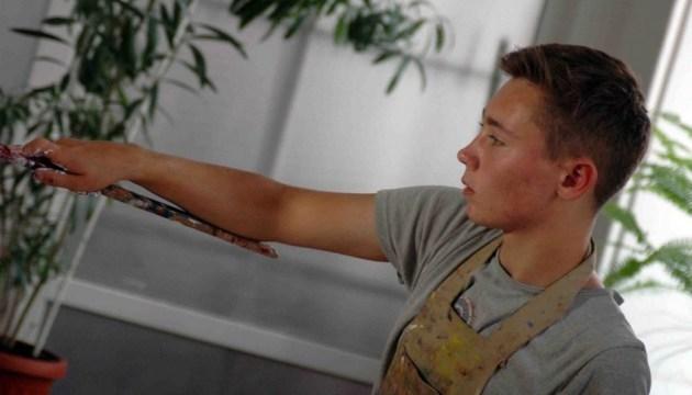 捷尔诺波尔少年创造了前卫风格油画记录