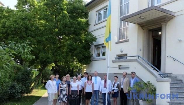В Страсбурге торжественно подняли украинский флаг