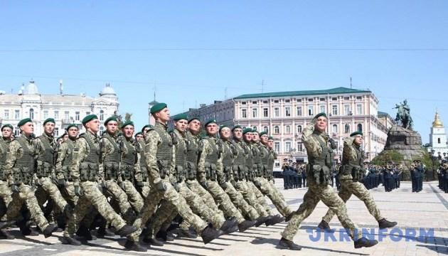 Пограничники провели на Софийской площади флешмоб парадного расчета