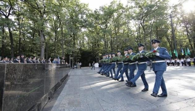 В Харькове на Мемориале Славы почтили память освободителей города