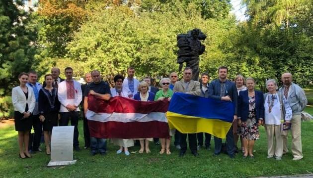 У Ризі та Вільнюсі пройшли урочистості з нагоди Дня Прапора України