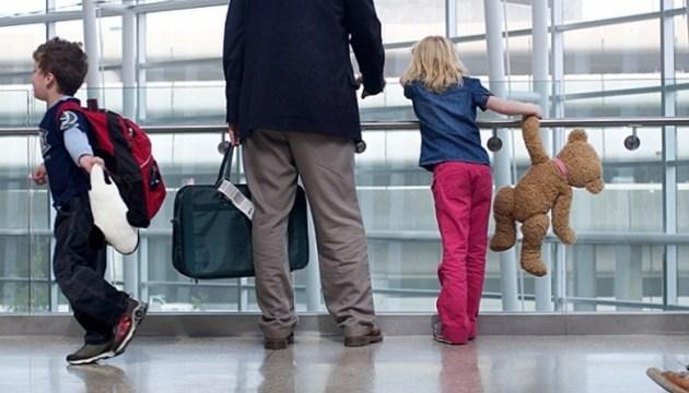 Уряд змінив правила перетину кордону для дітей
