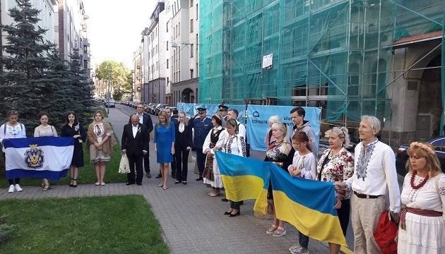 В Вильнюсе и Риге торжественно подняли Государственный Флаг Украины