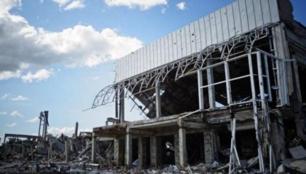 Львовяне передали на Луганщину книгу воспоминаний об обороне аэропорта