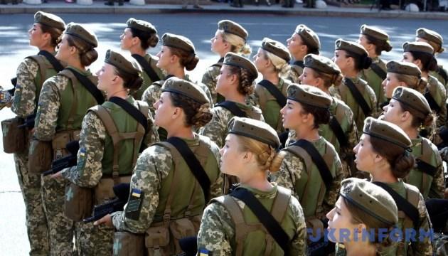Літаки, жінки-військові і капелани: чим здивував парад у Києві