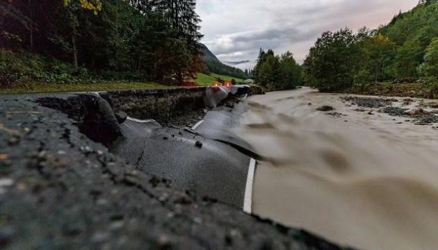 В Австрии сильные дожди и шторм оставили без света тысячи домов