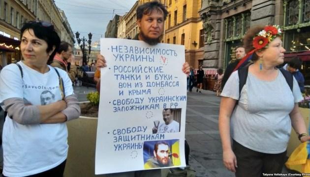 В Петербурге активисты устроили пикеты ко Дню Независимости Украины