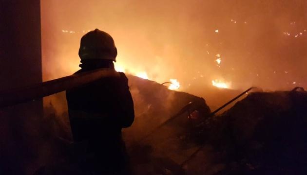 Пожежу на складах
