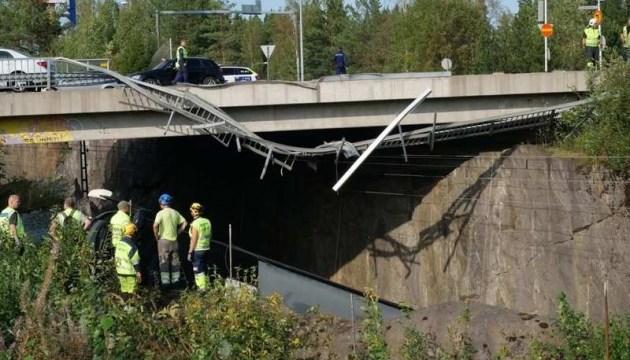 У Фінляндії з моста на залізничні колії впав автобус - є жертви