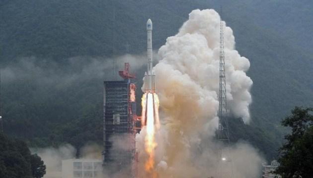 Китай успішно запустив у космос два навігаційні супутники