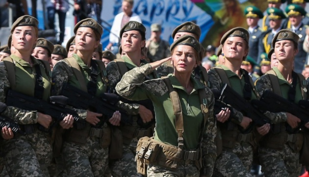 У лавах Збройних сил служать 55 тисяч жінок - Порошенко