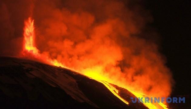 """На Сицилії """"прокинувся"""" вулкан Етна"""