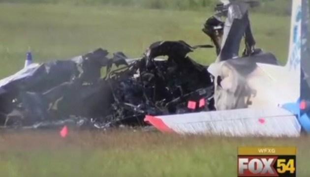 В небе над Оттавой столкнулись два самолета