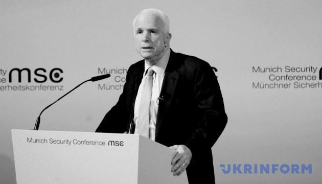 Порошенко выразил соболезнования семье Маккейна и всему американскому народу