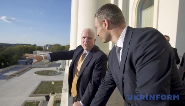 Я щасливий, що особисто був знайомий з Маккейном — Кличко