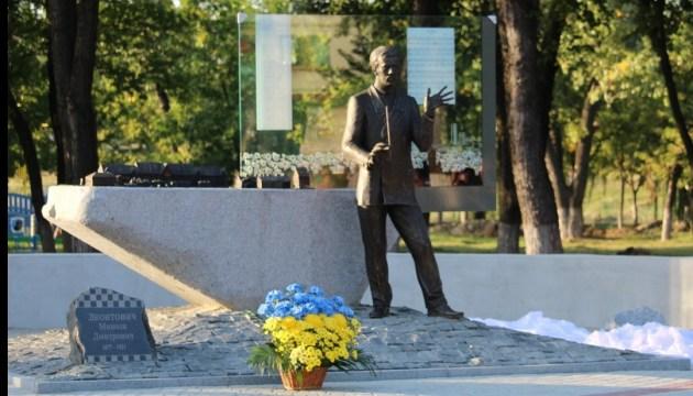 На Донеччині відкрили пам'ятник авторові