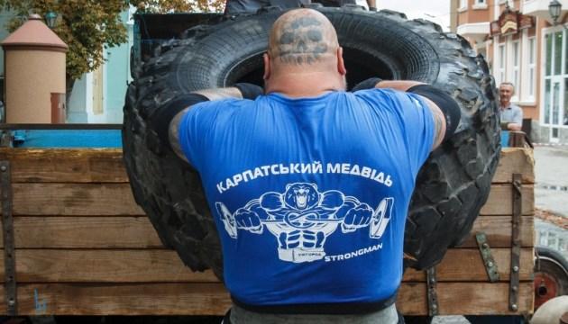 """Uzhgorod acoge el XV torneo de hombres fuertes """"Carpathian Bear"""""""